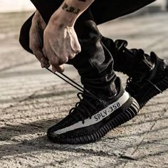 Best quality Yeezy Boost 350 V2 Black White / Oreo for 195 USD Nike Air Max 87, Nike Air Force, Air Force 1, Sneakers Mode, Sneakers Fashion, All Black Sneakers, Fashion Shoes, New Sneakers, Fashion Outfits