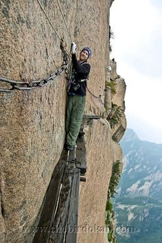 Mount Huashan is one of the most dangerous hiking trails in the world. Huashan is known as 'The Number One Precipitous Mountain under Heaven' and one of the five sacred mountains in China. Danger and adventure are always waiting for you in this trail. It is the main attraction in Xian.