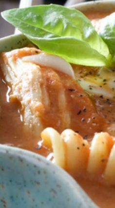 Easy Slow Cooker Chicken Parm Soup ~ A flavorful soup packed full of chicken, pasta and cheese! Crock Pot Soup, Crock Pot Slow Cooker, Slow Cooker Chicken, Best Soup Recipes, Chili Recipes, Crockpot Recipes, Slow Cooking, Chicken Pasta, Chilis