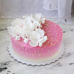 Ванильные коржи, крем на основе сыра Маскарпоне, вишня, покрытие крем-чиз, декор из мастики! Cake Decorating Designs, Creative Cake Decorating, Creative Cakes, Cupcakes, Cupcake Cakes, Gorgeous Cakes, Amazing Cakes, Elegant Cake Design, Royal Icing Cakes