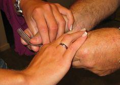 Taktilt tegnspråk er tegnspråk som avleses med hendene (taktilt). I utgangspunktet snakker man vanlig tegnspråk, men noen tilpasninger må gjøres. Synshemmede/blinde har ikke mulighet til å oppfatte den non-manuelle delene i tegnspråket, dette må derfor kompenseres ved hjelp av bokstavering, beskrivelse ved hjelp av tegn og/eller haptiske signaler. http://www.ergostart.no/taktilt-tegnsprak
