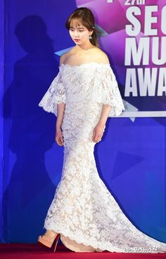 Kim So-hyun was at the Seoul Gayo Awards on the Kpop Fashion Outfits, Star Fashion, Kim So Hyun Fashion, Award Show Dresses, Kim Sohyun, Kpop Mode, Royal Dresses, K Idol, Korean Celebrities