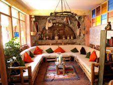 Local Cave House Hotel (Capadocia, Turquía) Turkish Architecture, Architecture Details, Cave House, Capadocia, Amazing Places, Beautiful World, Fresco, Ankara, The Good Place