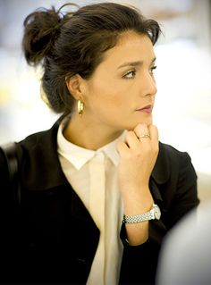 88 Rue du Rhone - Where Time Begins > Swiss Luxury Watches :: News & Events Jessie Ware, Beautiful People, Beautiful Women, Swiss Luxury Watches, Stylish Girl, Classic Style, Fashion Accessories, Lady, Womens Fashion