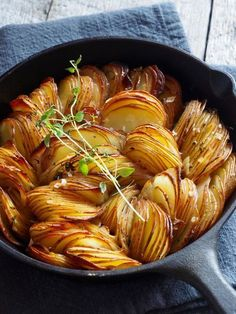 Bakte poteter med timian - Food On The Table, Potato Recipes, Veggie Recipes, Cooking Recipes, Healthy Recipes, I Love Food, Good Food, Yummy Food, Norwegian Food, Aesthetic Food