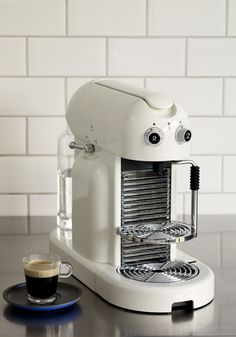 The Maestria allows you to prepare milk froth like a true Barista with the classic steam pipe.