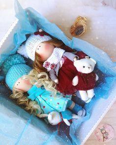 """252 Me gusta, 11 comentarios - ИНТЕРЬЕРНАЯ КУКЛА (@evgeniya_getsko) en Instagram: """"Девочки-подружки поедут в одной коробочке. Обожаю собирать куклёх в дорогу, вы не представляете…"""""""
