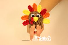 It's Thanksgiving tonight and I can't go by without making something for the holiday. While trying to come up with an idea this little finger puppet poped into my mind Hope you like it! This turkey has legs so it can dance on your dinner table Skill level:Fun What will you need: Hook: 3.25mm/D Two […]