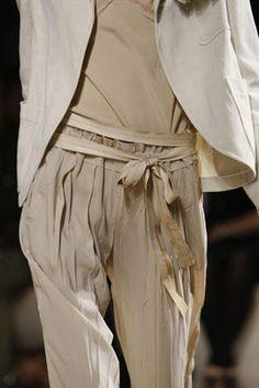 Groisgrain ribbon belts gently defines the waist of crinkled, fluid pants - Donna Karan