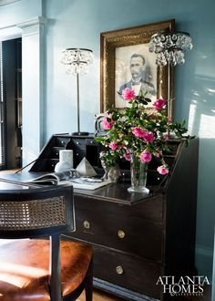 """Jimmy Stanton's """"Honeymoon"""" House renovation - home furnishing from Stanton Home Furnishings Bertoia, Decoracion Vintage Chic, Dark Living Rooms, Living Spaces, Famous Interior Designers, Famous Designer, Atlanta Homes, Elements Of Style, Color Of The Year"""