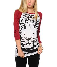 A large digi tiger face printed on a relaxed fit body with contrasting red raglan sleeves will add some fierce flavor to your look while keeping you comfortable.