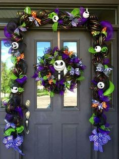 Cat Nightmare Before Christmas Jack Skellington Entryway.these are the BEST Homemade Halloween Decorations & Craft Ideas! Entree Halloween, Casa Halloween, Theme Halloween, Homemade Halloween Decorations, Halloween Porch, Holidays Halloween, Halloween Crafts, Halloween Wreaths, Halloween Christmas Tree