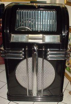Art Déco - Jukebox - Noir et Façon Chrome Aluminium - Automatic Instrument Co - 1937 Music Machine, Slot Machine, Radios, Art Nouveau, Candy Games, Record Players, Phonograph, Art Deco Furniture, Vintage Music