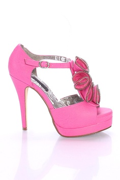 Pink shoe.....wonder if I can pull these off?? #ATTCrowdtap