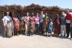 Juan Vicente y familia en aldea masai de Ngorongoro