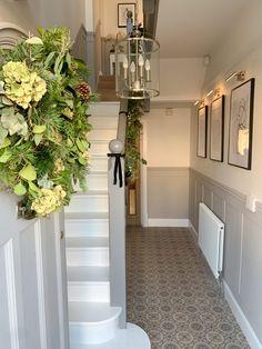Entrance Hall Decor, Hallway Ideas Entrance Narrow, House Entrance, Modern Hallway, Entryway Decor, Bungalow Hallway Ideas, Stairs And Hallway Ideas, Entry Stairs, Stair Decor