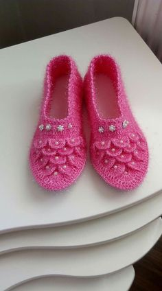 Image gallery – Page 352758583310800644 – Artofit Crochet Doily Rug, Crochet Men, Crochet Shoes Pattern, Shoe Pattern, Crochet Flowers, Crochet Patterns, Crochet Slipper Boots, Knitted Booties, Crochet Slippers