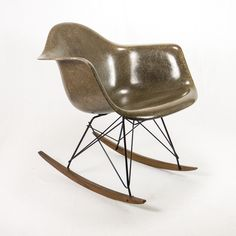 #meuble #design #eames #hermanmiller #vintage en vente sur www.epoqstore.com