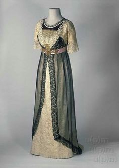 Historical fashion and costume design. Edwardian Gowns, Edwardian Clothing, Antique Clothing, Historical Clothing, 1900s Fashion, Edwardian Fashion, Vintage Fashion, Ladies Fashion, Vintage Beauty