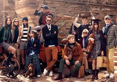 The new Tommy Hilfiger University Club is so dope! Mode Tommy Hilfiger, Group Photo Poses, Studio Family Portraits, Estilo Preppy, Ivy League Style, Photoshoot Themes, Group Photography, Football Outfits, Hilfiger Denim