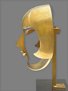 Pablo Gargallo - Kiki de Montparnasse (Musée d'art moderne de la ville de Paris) Very remarkable sculpture which shows that only a few details are sufficient to identify a face.