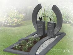 Modern granieten grafmonument met brons foto 1 Cemetery Monuments, Cemetery Headstones, Cemetery Art, Grave Decorations, Flower Decorations, Tombstone Designs, Church Pictures, Funeral Planning, Stone Statues