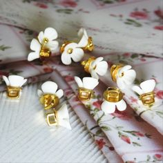 This is a lot of 12 Cute tiny flower buttons with shanks for sewing, for dainty jewelry making, and for creating embellishments and accessories.These buttons have very large and square 8 mm shanks.- 10 mm- White and gold colors.- Made from res... Fancy Buttons, Diy Buttons, Button Flowers, Tiny Flowers, Dainty Jewelry, Haberdashery, Vintage Brooches, Spice Things Up, Embellishments