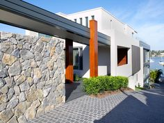 Eco Outdoor Wamberal stone walling as house entrance. Pinned to Garden Design - Walls, Fences & Screens by BASK Landscape Design. Stone Cladding Exterior, Stone Facade, Entrance Design, House Entrance, Entrance Ideas, Compound Wall Design, Limestone Wall, Landscape Walls, Landscape Design