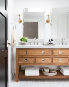 If you have a small bathroom in your home, don't be confuse to change to make it look larger. Not only small bathroom, but also the largest bathrooms have their problems and design flaws. Wood Vanity, Wooden Bathroom Vanity, Glass Bathroom, Bathroom With Double Vanity, Dresser Vanity Bathroom, Seashell Bathroom, Master Bath Vanity, Industrial Bathroom, Vanity Cabinet