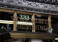 AD Classics: Woolworth uilding / Cass Gilbert. Building signage.