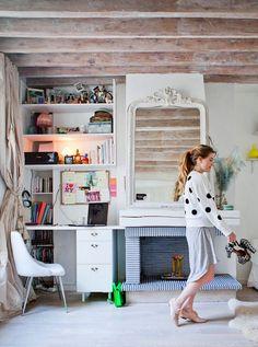SALON, BIURO I SYPIALNIA W JEDNYM - Paris Apartment & Photo Styling Secrets (via Rue mag) by decor8, via Flickr