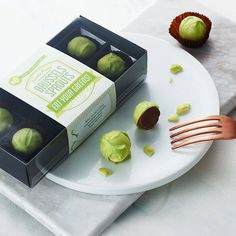 I've just found Chocolate Brussels Sprouts. A funny gift for a gardener or vegetable hater - treat someone to eight hand-made super-realistic chocolate brussel sprouts made entirely from chocolate. Chocolate Shells, Mint Chocolate, Chocolate Lovers, Bailey Truffles, Whole Milk Powder, Handmade Chocolates, Green Food Coloring, Edible Gifts, Gourmet