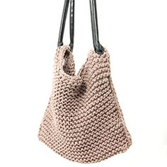 Very easy DIY tutorial on how to make your own knitted bag.