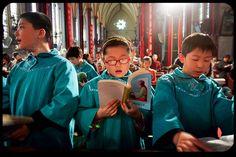 Las iglesias están a tope y los líderes comunistas están furiosos