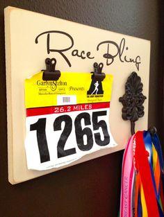 Marathon medal holder and Running Race bib Holder - Race Bling Gift for runners. Running Medals, Running Race, Running Workouts, Running Intervals, Running Bibs, Start Running, Race Bib Holder, Race Bibs, Medal Holders