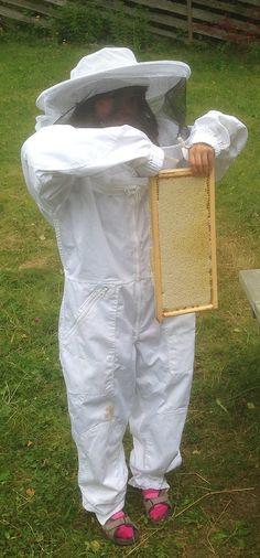 Nå er sommerhonningen slynget og her kommer en liten oppdatering fra honningsesongen så langt. Stort sett omhandler jo bloggen vår kunst og treskjæring, men de