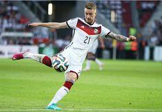 Tiền vệ tấn công của Dortmund có điều khoản giải phóng hợp đồng với giá 33 triệu đôla, thấp hơn 17 triệu so với giá trị thực của anh trong kỳ chuyen nhuong này.  http://ole.vn/video-bong-da.html,http://ole.vn/chuyen-chuong.html,http://tin24hnhanhnhat.blogspot.com/