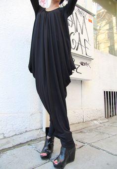 Noir asymétrique Maxi robe / Loose manches Extra par Aakasha