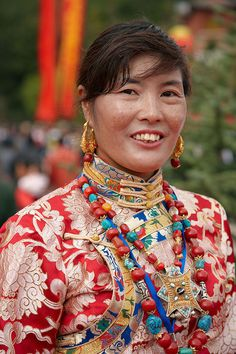 Mujer con ropas tradicionales. Zhondgdian. Women in traditional clothes. Zhondgdian