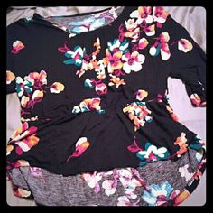 Merona high/low 3/4 length sleeve top Excellent condition , has been worn, well kept, super comfy and very Flattering Merona Tops Blouses