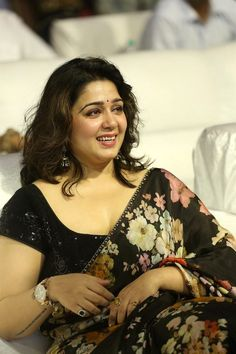 Beauty Galore HD : Charmi Kaur at Meeku Maathrame Cheptha Pre Release Looking Busty In Black Saree South Indian Actress Hot, Indian Actress Hot Pics, Actress Photos, Indian Actresses, South Actress, Beautiful Women Over 40, Beautiful Girl Indian, Most Beautiful Indian Actress, Beautiful Figure
