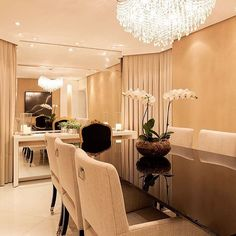 Noite inspiradora!  Jantar by @moniserosaarquitetura. Amei@pontodecorSnap:  hi.homeidea  #bloghomeidea #olioliteam #arquitetura #ambiente #archdecor #archdesign #cozinha #kitchen #arquiteturadeinteriores #home #homedecor #style #homedesign #instadecor #interiordesign #designdecor #decordesign #decoracao #decoration #love #instagood #decoracaodeinteriores #lovedecor #lindo #luxo #architecture #archlovers #inspiration #jantar