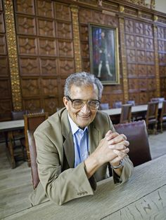 Amartya Sen, with a portrait of Henry VIII in the background!