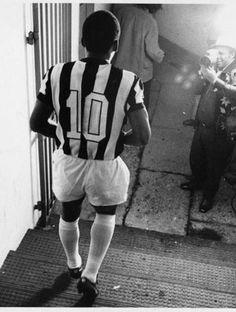 Pelé se despedindo do Santos, em 1974