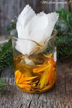 Öl mit Harz und Ringelblumen Pitch, Wine Glass, Diy And Crafts, Tableware, Witch Hazel, Wound Healing, Homemade Cosmetics, Health And Wellbeing, Health And Fitness