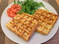 If you like waffles but think it might be a bit to rich in calories, this recipe is for you. Instead of serving jam and whipped cream to the waffles, you have a healthy choice with vegetables and ham instead. It is perfect for a lighter lunch.