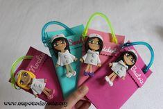www.unpocodetodo.org - Salvabolsillos de Raquel, Noelia, Valentina, Beatriz y Sandra - Salvabolsillos - Broches - Goma eva - crafts - custom - customized - enfermera - enfermeria - foami - foamy - manualidades - nurse - personalizado - 12