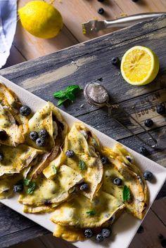 Эти нарядные лимонные блинчики не могут не понравиться, ведь помимо нежного, едва уловимого цитрусового вкуса, их прекрасно дополняет мак, а начинка, сладость которой можно регулировать по желанию, отлично дополняет этот классический тандем! На ~20 шт. диаметром 18 см: *1 стакан = 250 мл Блины: — 1 ст. муки — 3 ч.л. сахара — щепотка соли...Read More »
