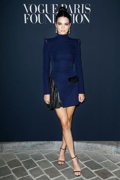 Kendall Jenner looked stunning at the Vogue Foundation Dinner at Paris Couture Week.. this navy Mugler dress is so sophisticated and chic