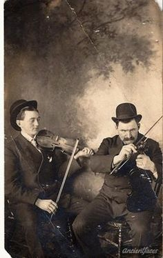 Violinists in bowler hats! Rockabilly Cars, Never Grow Old, Famous Musicians, Learn To Play Guitar, Guitar For Beginners, Guitar Tips, Music Images, Folk Music, Playing Guitar